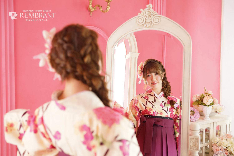 ピンクのお部屋で卒業式撮影